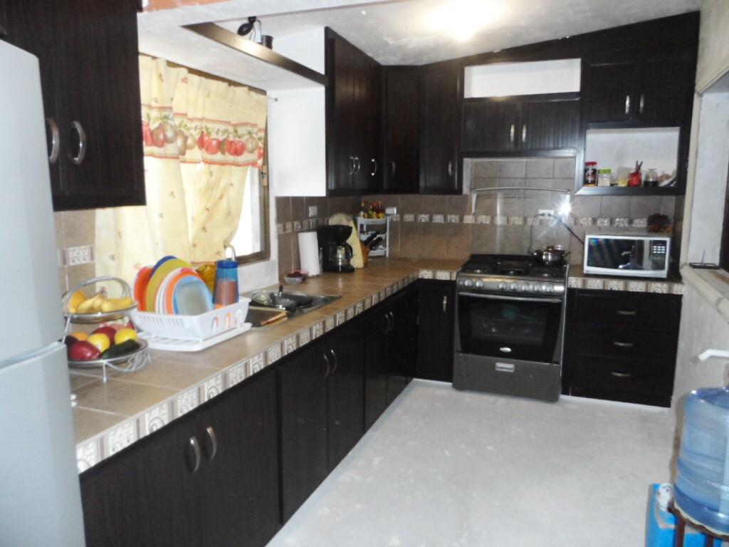 Puertas de pvc para muroblock for Cocinas de concreto forradas de azulejo